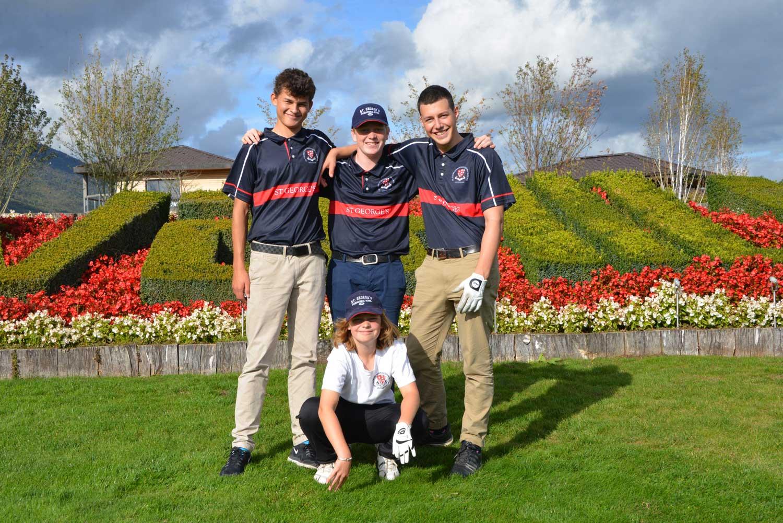 kinders-in-der-schweizs-spielen-golf